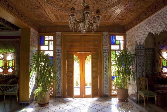 Riad Raouia : Rentrée du Riad  qui donne sur le jardin beau toi en bois de Cédre Sculté