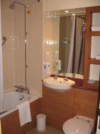 Premier Inn Darlington East (Morton Park) Hotel : Bathroom