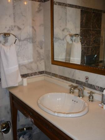 Acra Hotel: Stanza da bagno