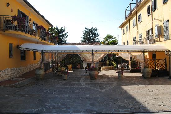 Hotel Nespolo D'Oro: Esterno