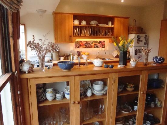 Featherstone B&B: Country kitchen