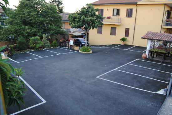 Hotel Nespolo D'Oro: parcheggio