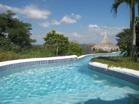 Hacienda Puerta Del Cielo Eco Spa: Walk right into the pool from the lovely Casa Linda