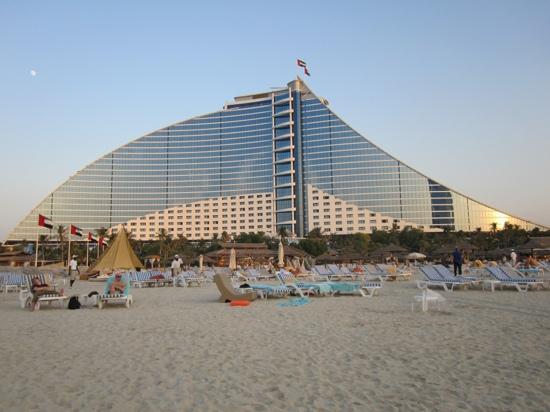 Jumeirah Beach Hotel: hotel beach