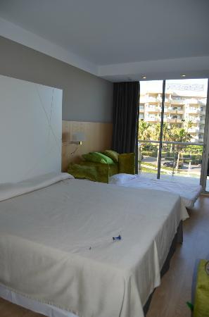 Protur Sa Coma Playa Hotel & Spa: Habitación doble con sofá cama