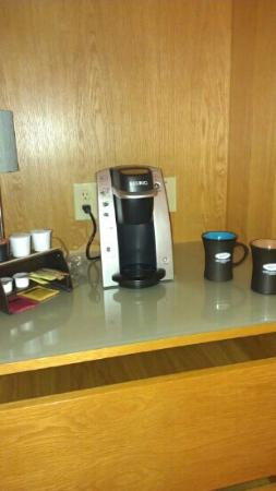 Cedarbrook Lodge: keurig brewer :)
