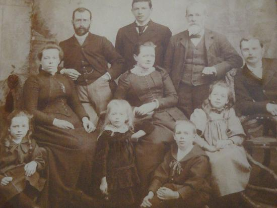 Featherstone B&B: Featherstone Family early 1900's