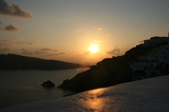 Kima Villa: Sunset at Oia