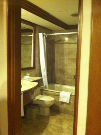 Holiday Inn Manila Galleria: Bathroom