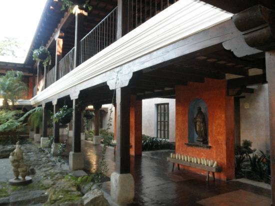 هوتل كازا سانتو دومينجو: Uno de los hermosos patios 