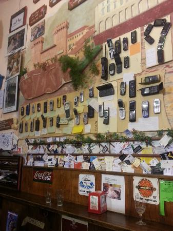 Osteria dalla Gigia: Il cimitero dei cellulari