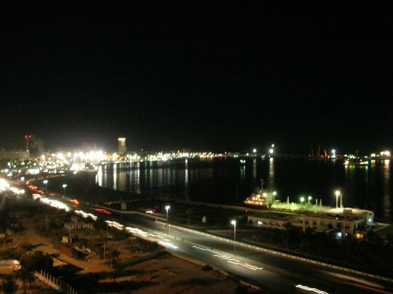Al Mahary Radisson Blu Hotel, Tripoli: Vista notturna