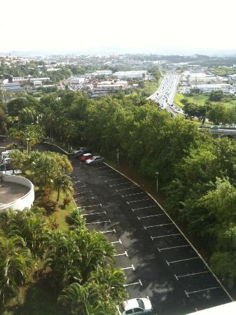 Karibea Valmeniere Hotel : vue sur le parking et la 4 voix