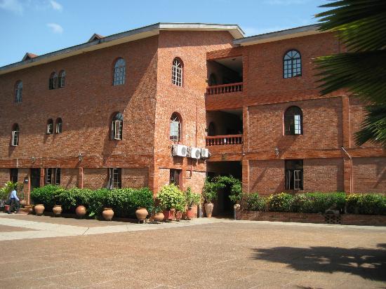 Coconut Grove Regency Hotel : Hotel grounds