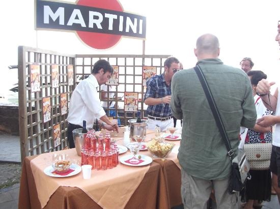 Marta, Italië: APERITIVO IN RIVA AL LAGO
