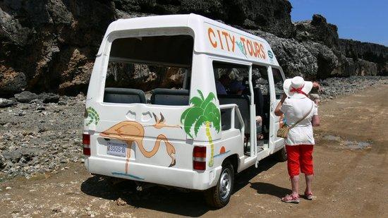 Voyager Bonaire Tours: feest bus