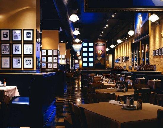 Jack Astor's: Inside