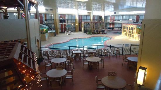 Quality Hotel Houma Interior Pool Area