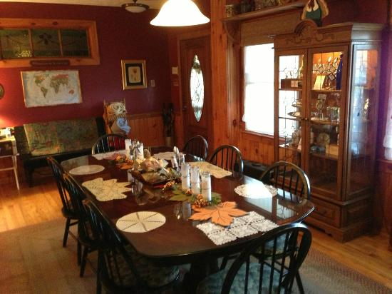 Aska Lodge B&B: dining area