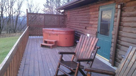 Bear Mountain Lodge: Private Deck & Hot Tub