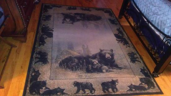 ‪‪Bear Mountain Lodge‬: Bear Rug‬