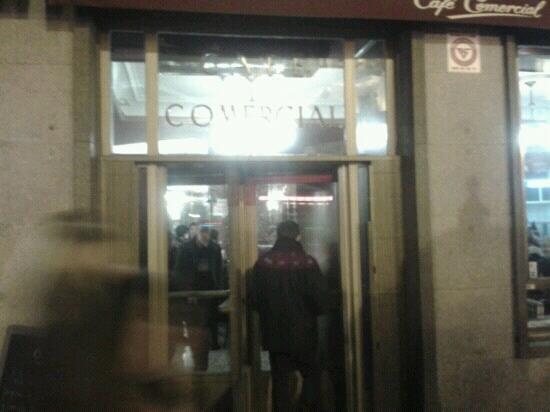 Cafe Comercial : Puerta giratoria de Café Comercial.