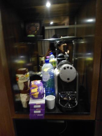 Hotel Golden Tulip Amsterdam West: Coffee machine