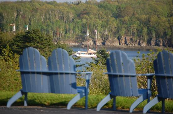 Glen Cove Inn & Suites: You Might See a Sailboat in the Distance