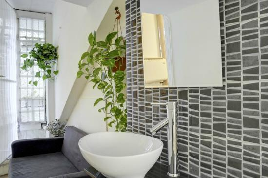 Villa Vilina Oasis in Neve Tzedek: Bathroom in Martin Unit