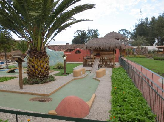 Hosteria Cabanas del Lago: the mini golf course / animals on the grounds