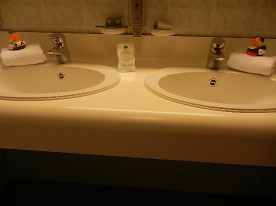 Exquisit Hotel: Sink.