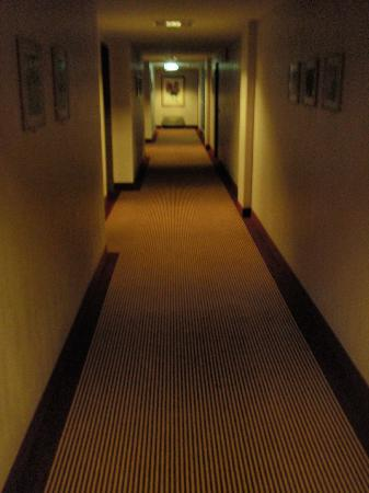 Exquisit Hotel: Hallway (4th floor)