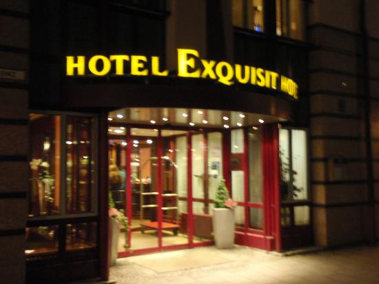Exquisit Hotel: Main entrance to Hotel Exquisit