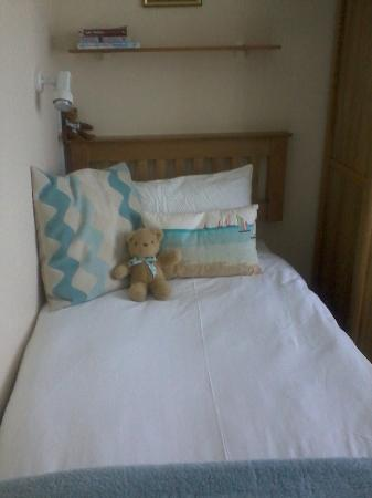 Camelot House: Nice hard bed