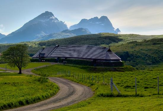 Vestvagoy, Norge: The reconstructed, 83 meters long Chieftains house.