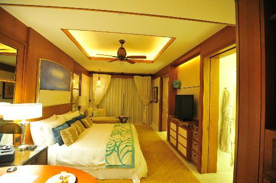The St. Regis Saadiyat Island Resort: King room