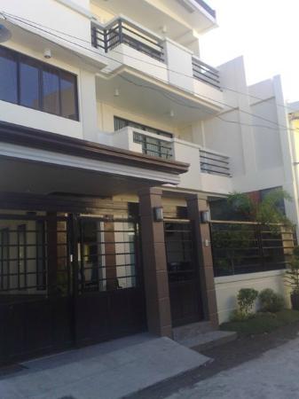 DB's Hometel : Main entrance
