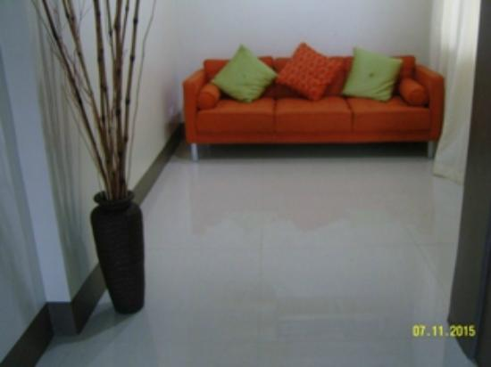 DB's Hometel : Suite - Living room