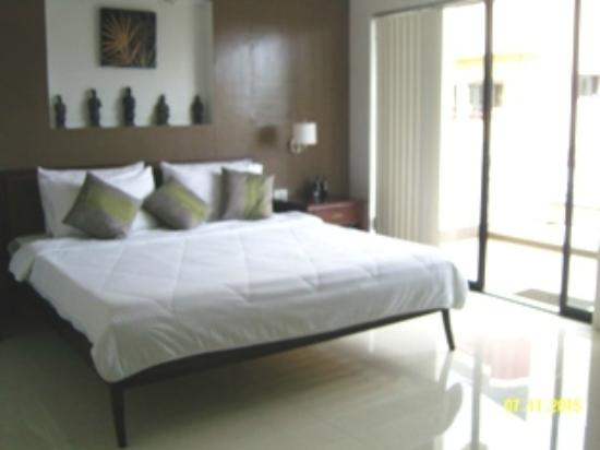 DB's Hometel : Suite Room :  A 60 sq m Room with balcony and a living room . One King Sized Bed with duvet blan