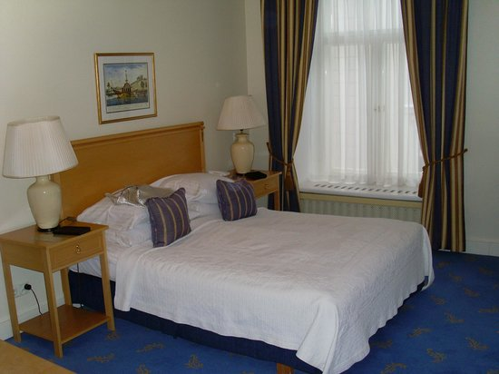 St. Petersbourg Hotel: Room 204
