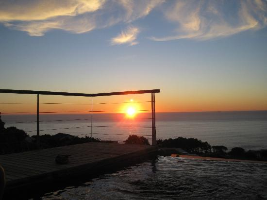 Atlanticview Cape Town Boutique Hotel: Sunset, poolside