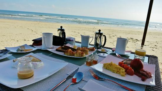 Fusion Maia Da Nang: Breakfast on thebeach