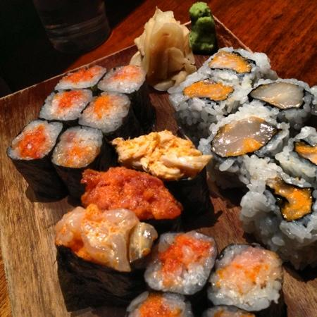Blue Ribbon Sushi: honoo platter. 3 Gunkan & 3 cut rolls
