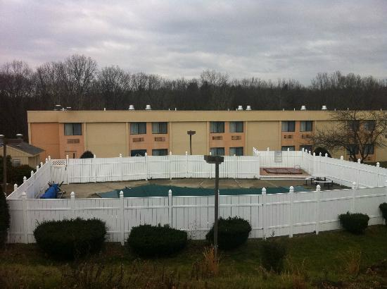 All Seasons Inn & Suites: Pool View