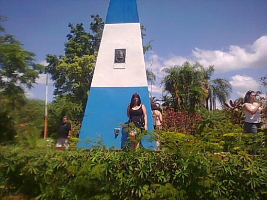 Puerto Iguazu, Argentina: obelisco