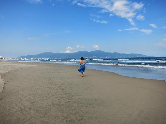 Fusion Maia Da Nang: beach area