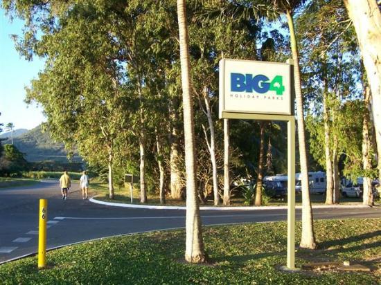 park entrance picture of big4 port douglas glengarry. Black Bedroom Furniture Sets. Home Design Ideas