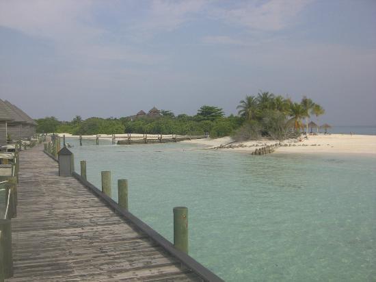 Kuredu Island Resort & Spa: Vue de la chambre sur Pilotis