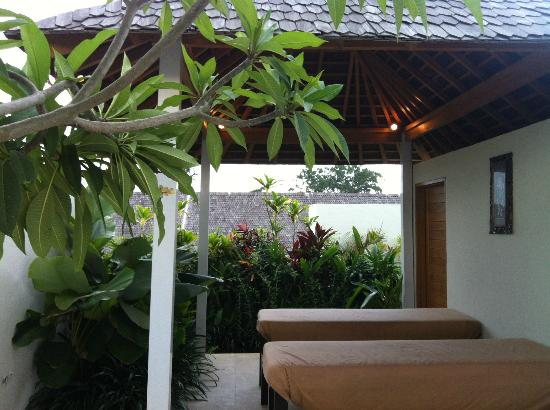 Villa Kayu Raja: Rooftop Bale' ..... great spot for massages