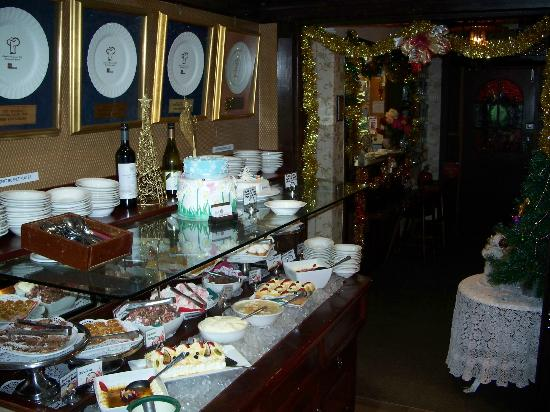 Weis Seafood Smorgasbord: Weis - Desserts